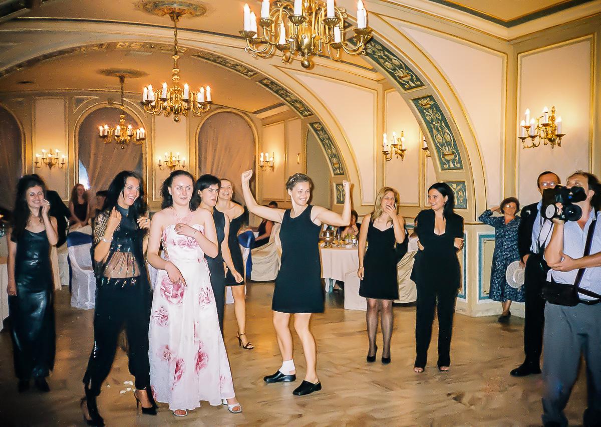 Femeia care cauta om pentru nunta Paris)